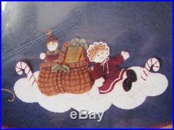 BUCILLA Felt Applique Christmas TREE SKIRT Kit, WOODLAND SANTA, Size 43,85115, NIP