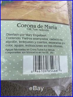 Bucilla Plaid Mary Engelbreit Christmas Tree Skirt Felt Kit Marys wreath round