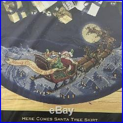 Dimensions Gold 8598 HERE COMES SANTA Cross Stitch Tree Skirt