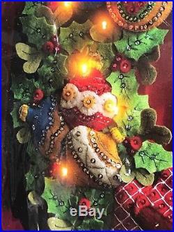 NEW Plaid Bucilla Felt Christmas Sequin Beaded Felt Lighted Wreath Kit #85453